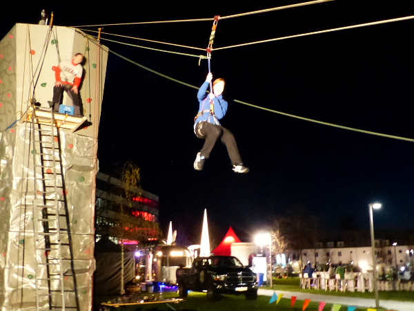 Flying Fox: mobile Seilrutsche für Indoor- und Outdoor - Events